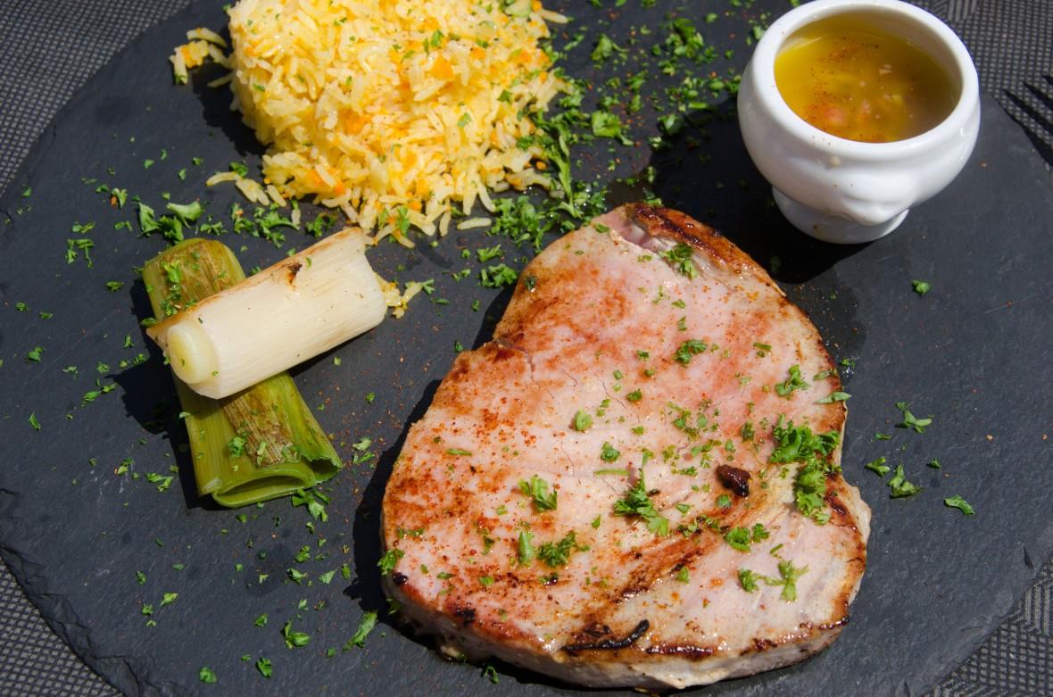 Tuna steak and rice at Le Globe